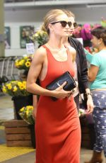 ROSIE HUNTINGTON-WHITELEY Out Shopping in Beverly Hills 06/25/2016