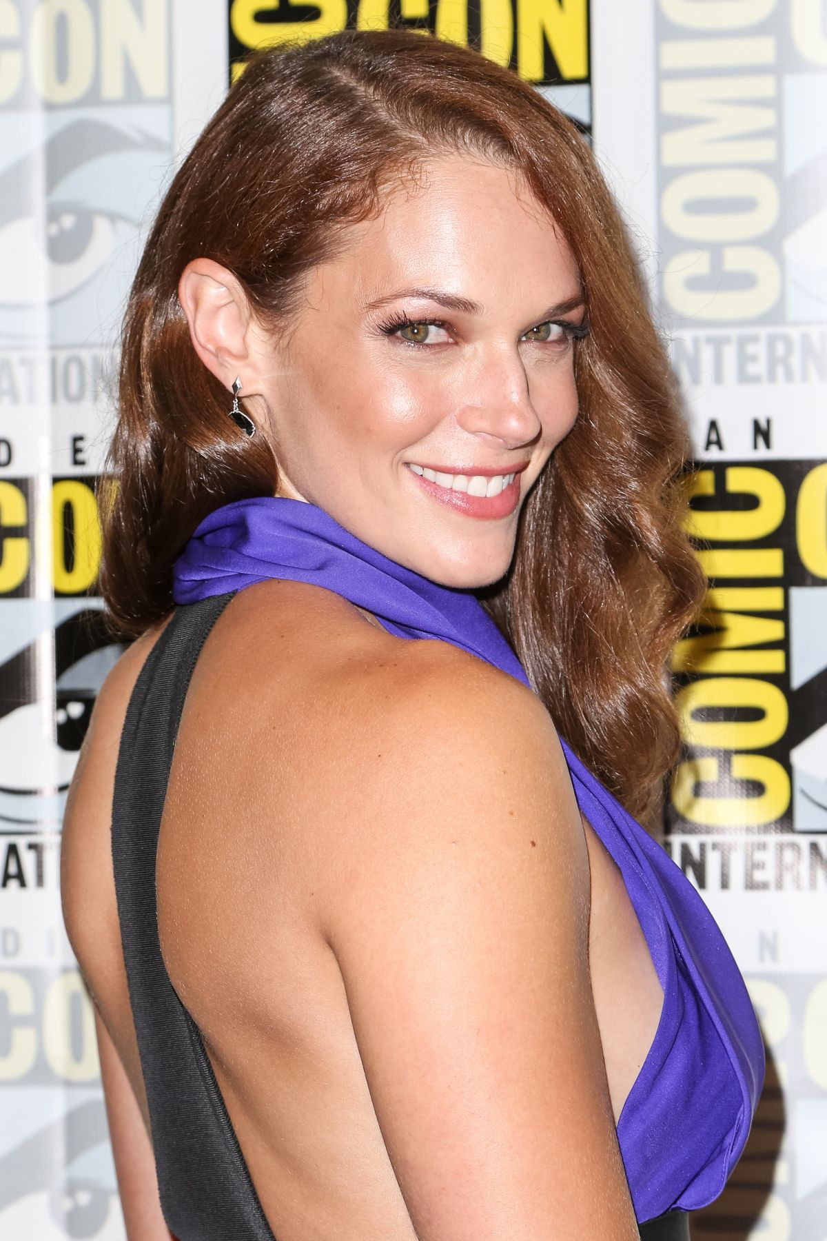 AMANDA RIGHETTI at Colony Press Line at Comic-con in San Diego 07/21/2016