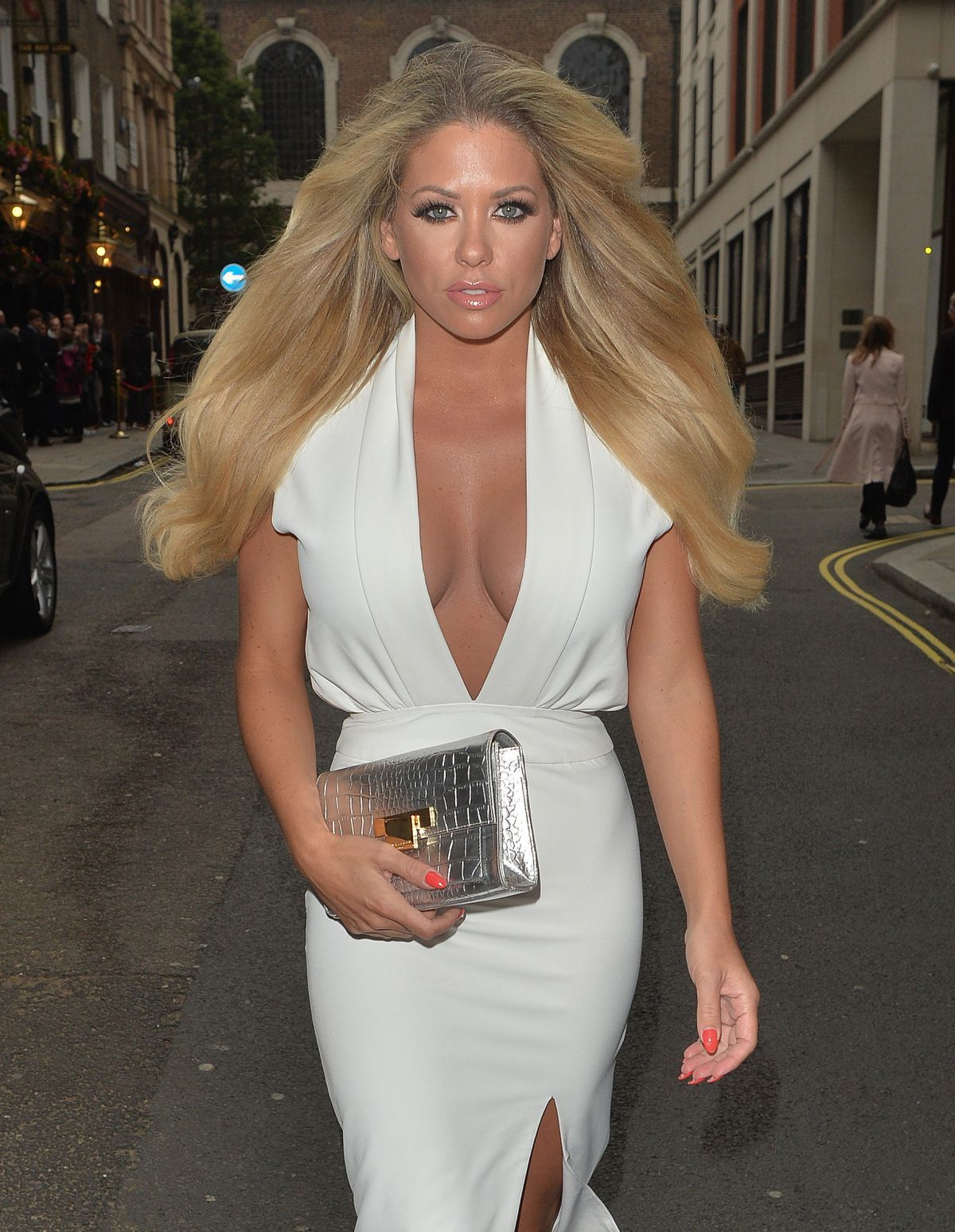 Bianca gascoigne upskirt arriving at ashlee simpsons brithday party