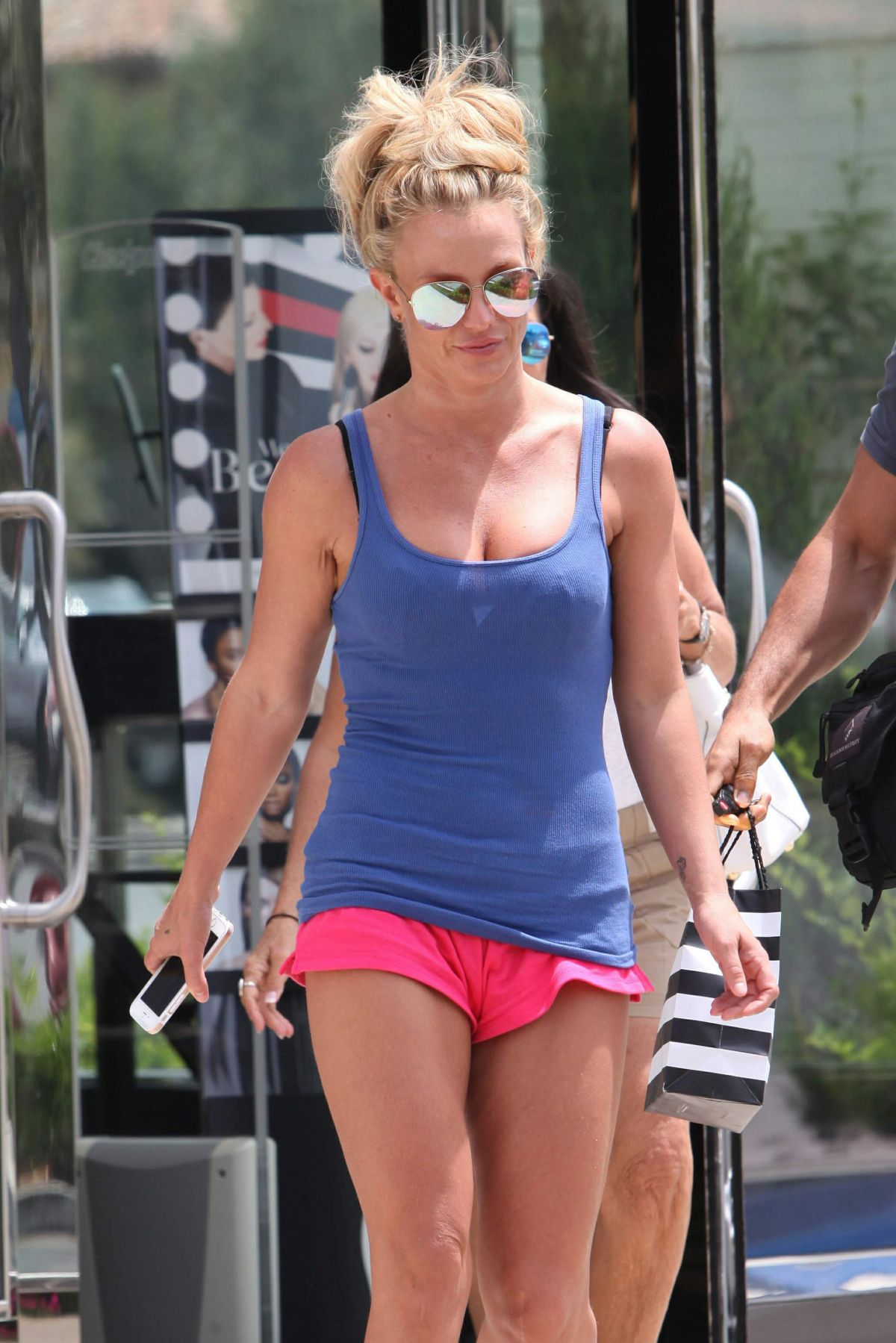 BRITNEY SPEARS Shopping at Sephora in Westlake Village 07/30/2016