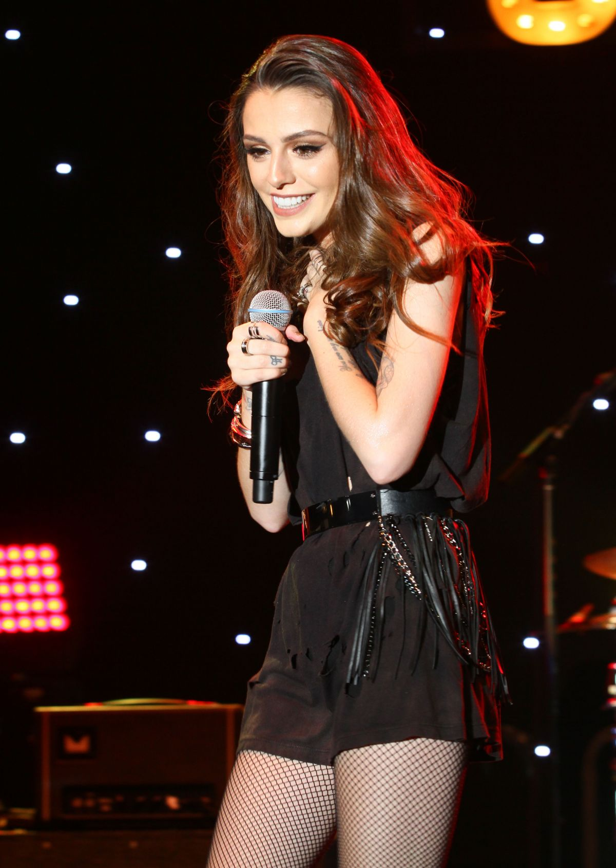 CHER LLOYD Performs at The Grove