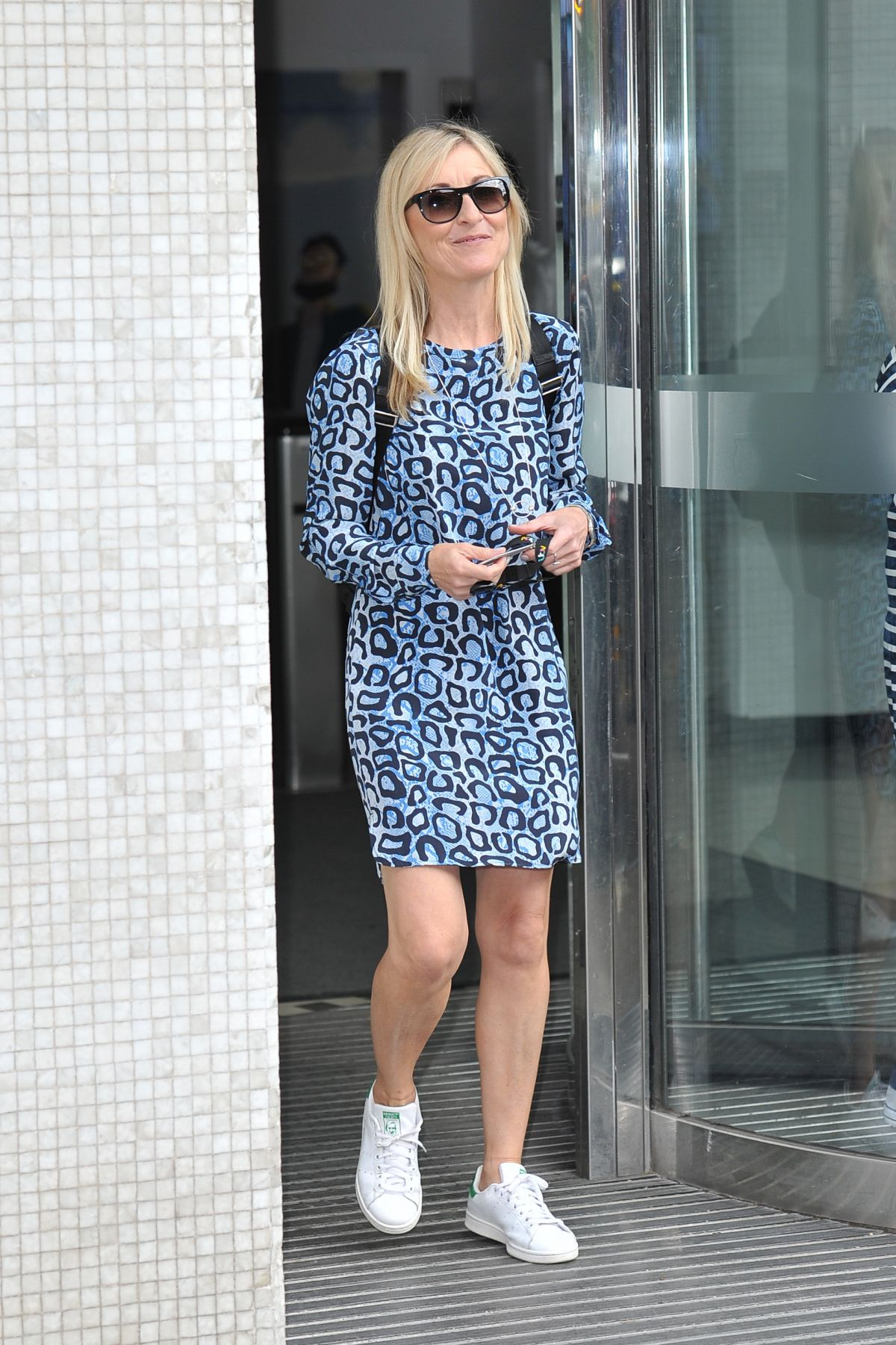 Fiona Phillips Leaves Itv Studios In London 07 25 2016