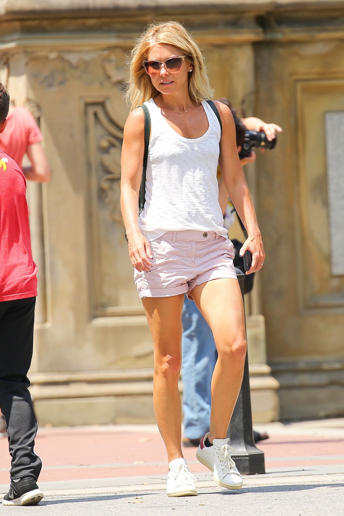 Kelly Ripa Out And About In New York 07 25 2016 Hawtcelebs