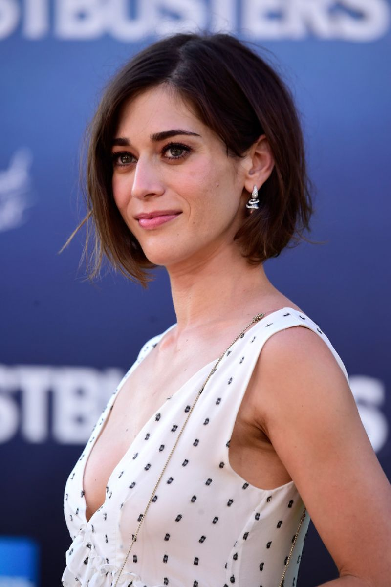 acclaimed actress lizzy caplan - HD 768×1024