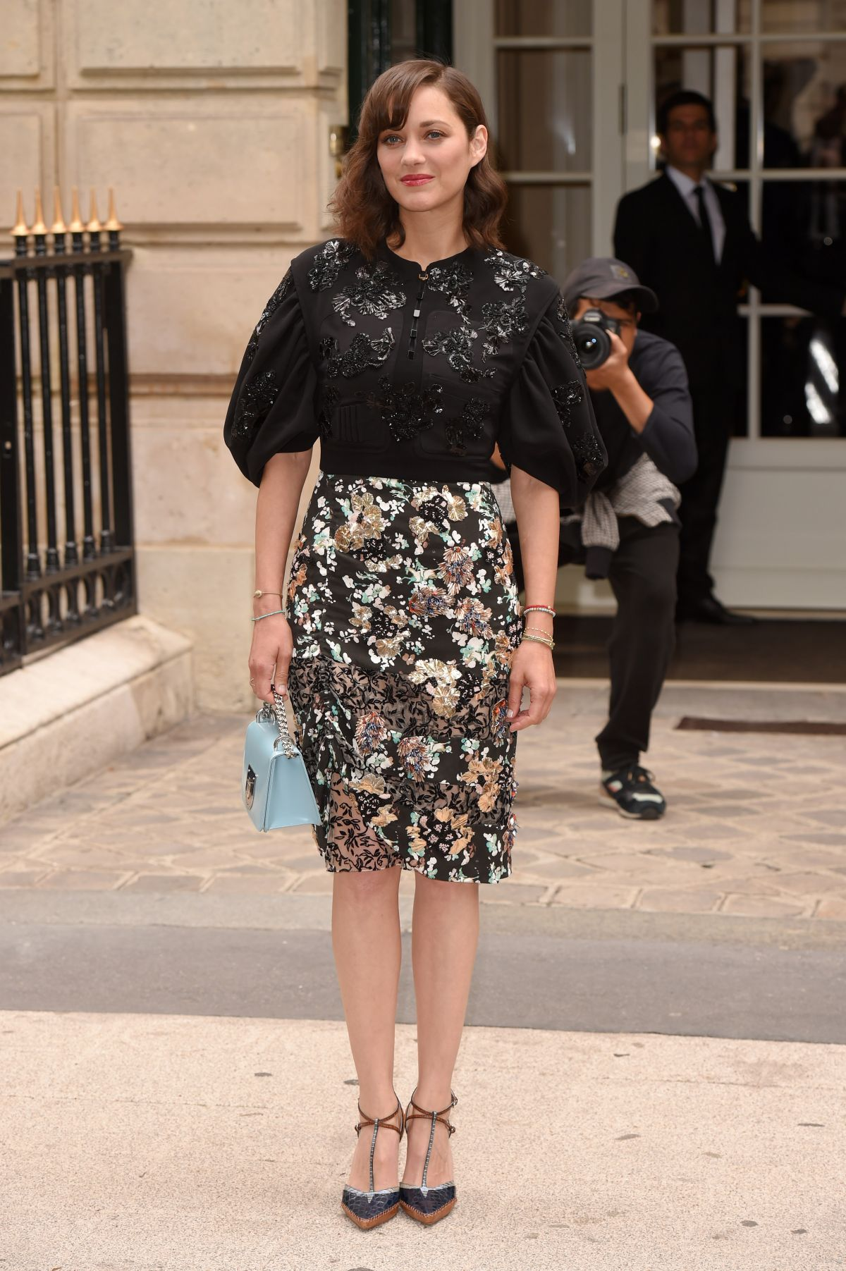 Marion cotillard at christian dior haute couture fall for Haute couture show