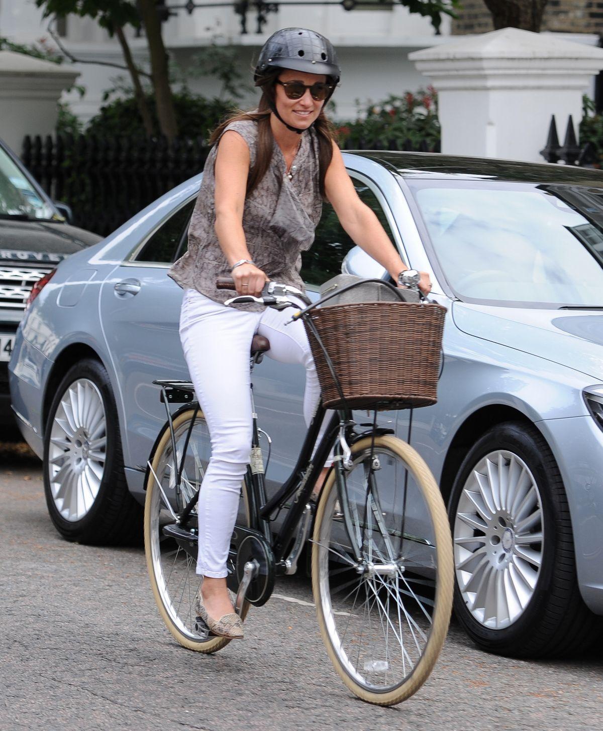 PIPPA MIDDLETON Riding a Bike Out in London 07/26/2016