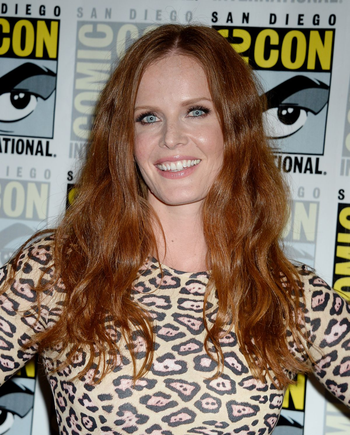 REBECCA MADER at Once Upon a Time Press Line at Comic-con in San Diego 07/23/2016