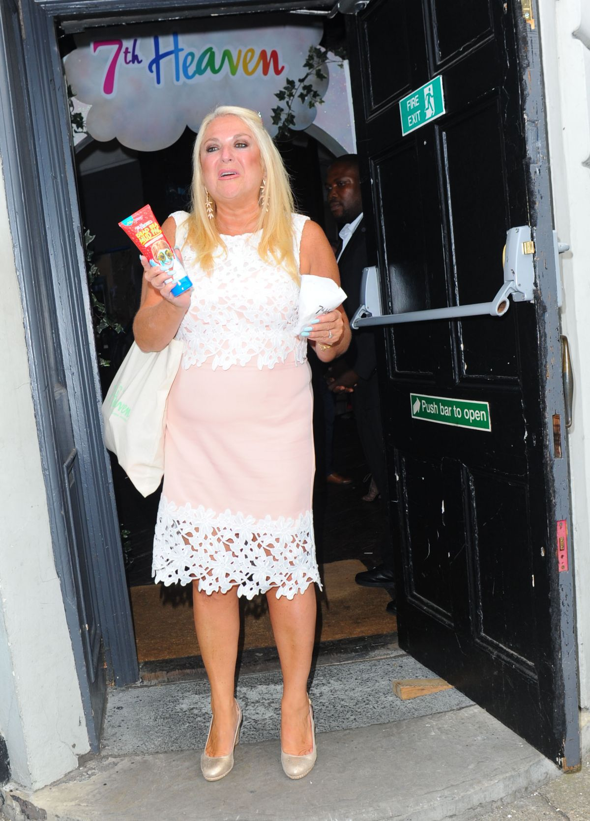 VANESSA FELTZ Leaves 7th Heaven