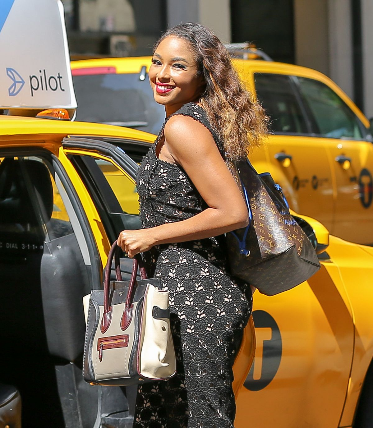 ALICIA QUARLES Hailing a Cab in New York 08/02/2016