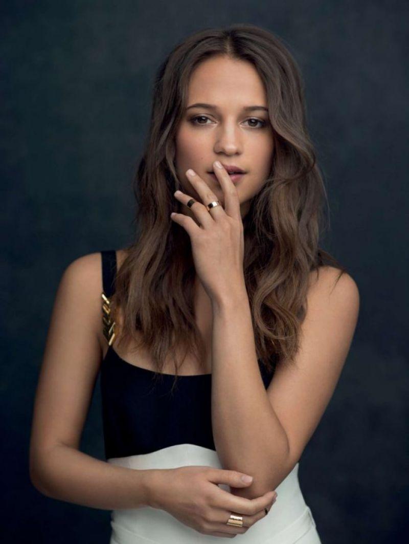 September 2016 Popsugar Must Have Box Review: ALICIA VIKANDER In Jolie Magazine, September 2016 Issue