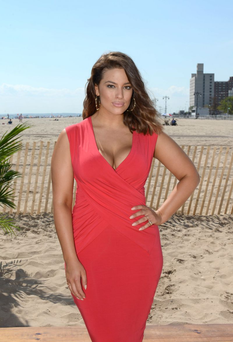 ASHLEY GRAHAM at Sports Illustrated Summer of Swim Fan Festival at Coney Island 08/28/2016