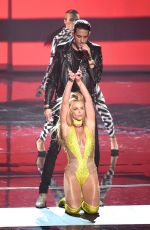 BRITNEY SPEARS Performs at 2016 MTV VMA in New York 08/28/2016