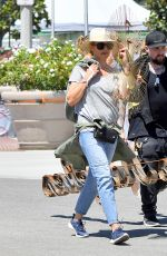 CAMERON DIAZ Out Shopping in Los Angeles 08/14/2016