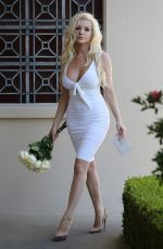 COURTNEY STODDEN Pays a Visit to Marilyn Monroe