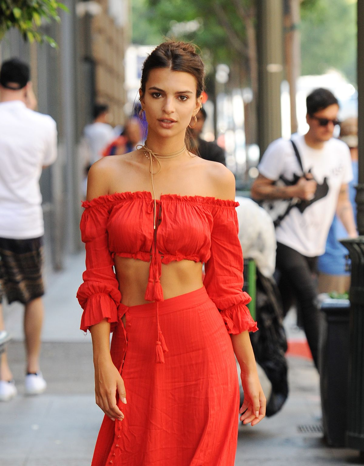 EMILY RATAJKOWSKI Out and About in Los Angeles 07/30/2016