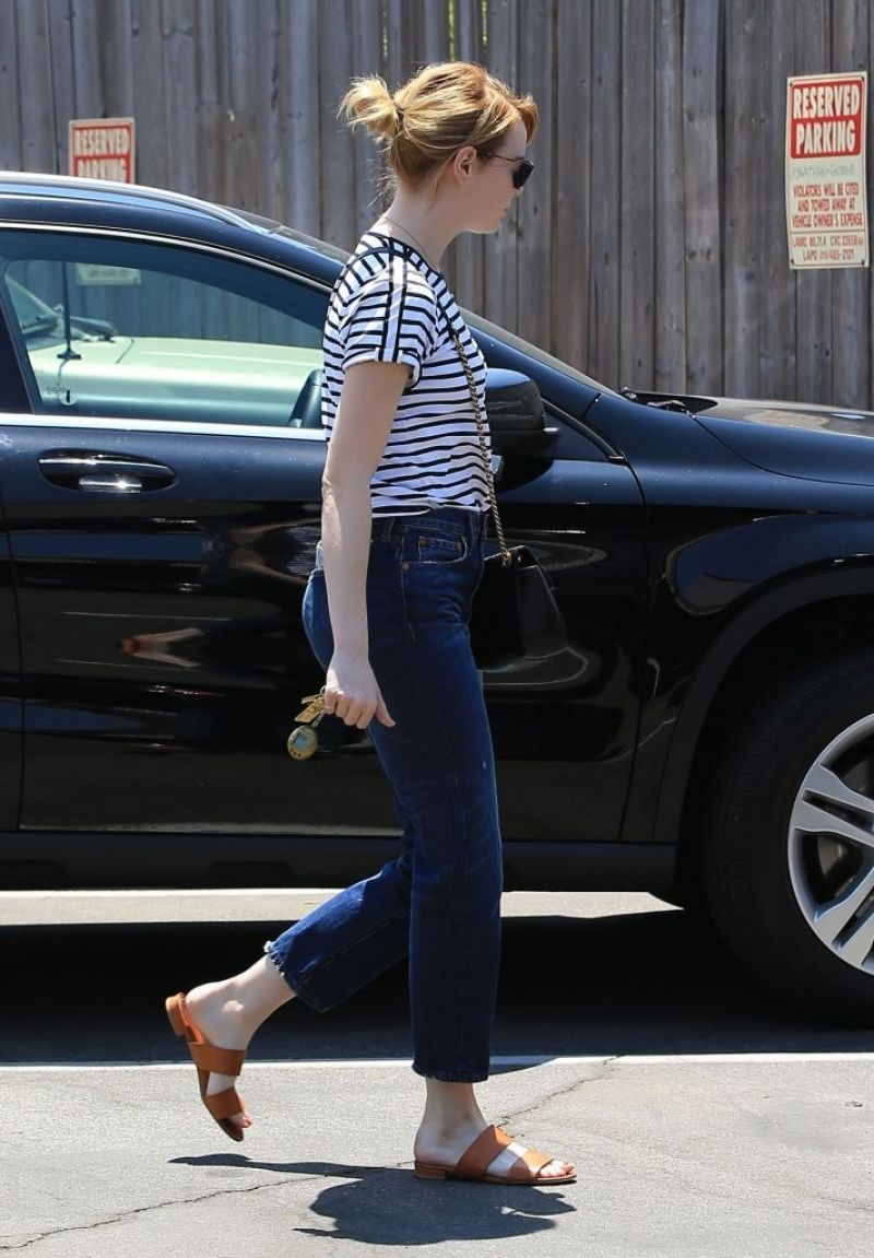 EMMA STONE Out and About in Beverly Hills 08/02/2016