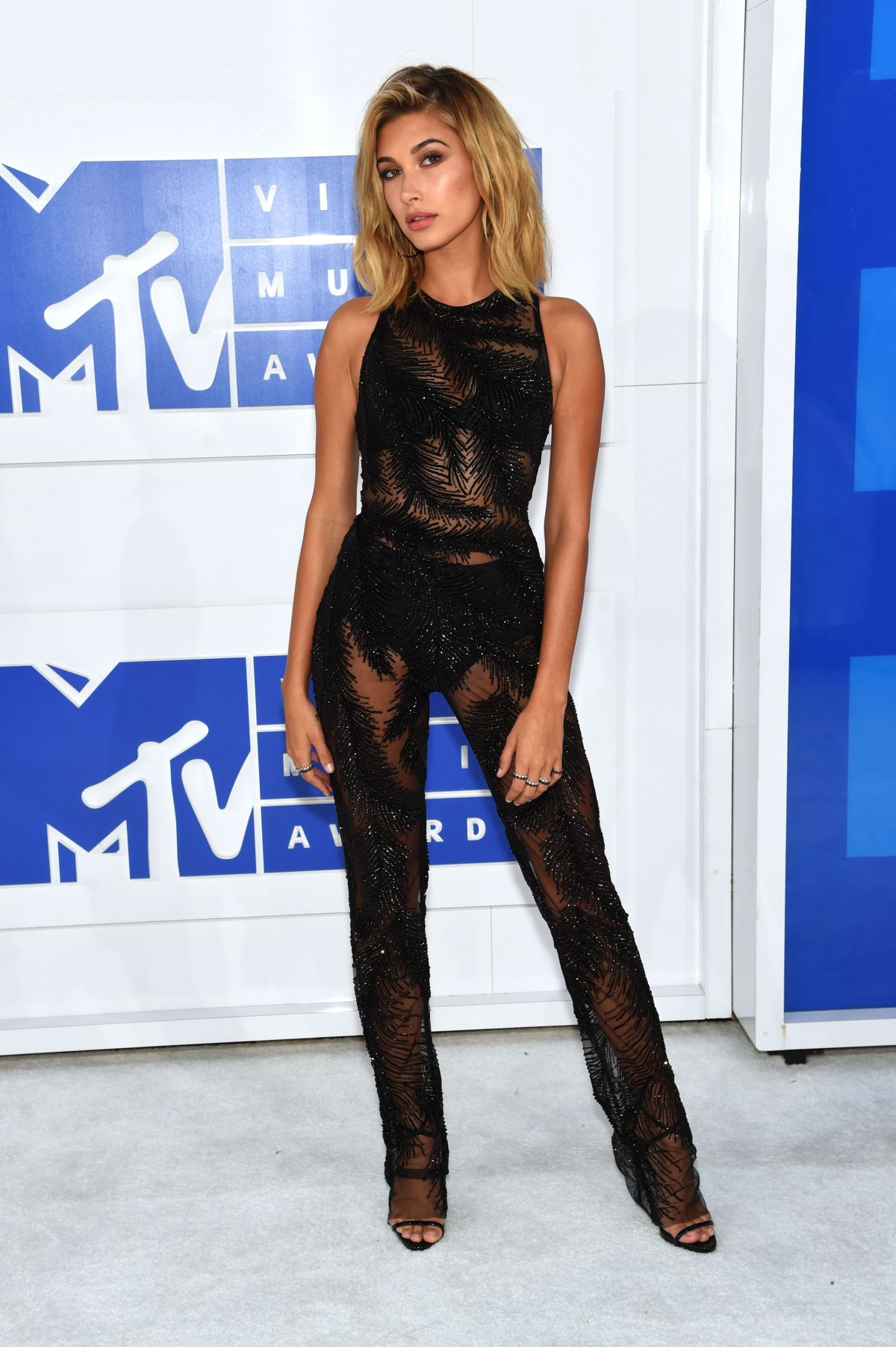 HAILEY BALDWIN at 2016 MTV Video Music Awards in New York 08/28/2016