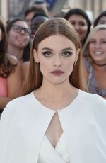 HOLLAND RODEN at 2016 MTV Video Music Awards in New York 08/28/2016