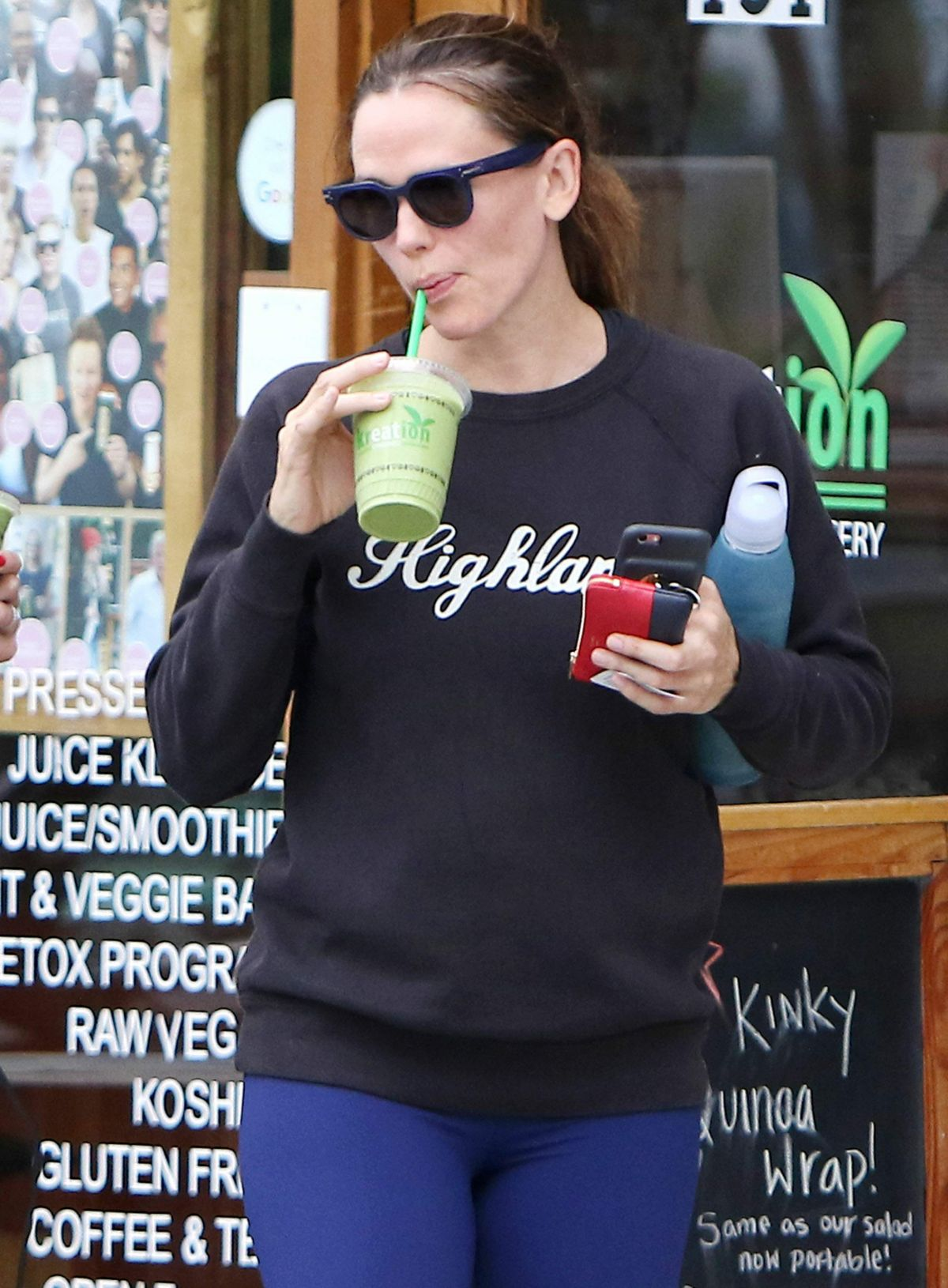 JENNIFER GARNER Grabs a Detox Smoothie after Workout in Brentwood 08/09/2016