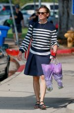 JENNIFER GARNER Out and About in Los Angeles 07/31/2016