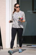 JENNIFER GARNER Out and About in Los Angeles 08/12/2016