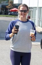 JENNIFER GARNER Out and About in Los Angeles 08/20/2016
