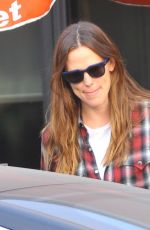 JENNIFER GARNER Out and About in Los Angeles 08/26/2016