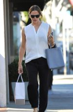 JENNIFER GARNER Out Shopping in Los Angeles 08/11/2016