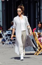 KATE BECKINSALE Shopping at Notting Hill in London 08/03/2016