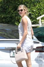 KATE UPTON Out and About in Pacific Palisades 08/10/2016