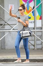 KATIE HOLMES Hailing a Cab in New York 08/08/2016