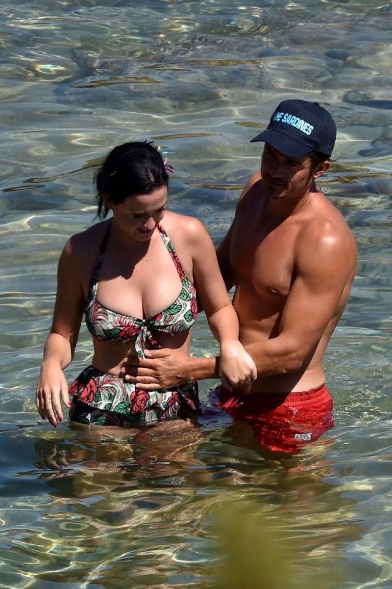 Katy Perry In Bikini And Orlando Bloom At A Beach In Italy