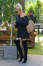 KHLOE KARDASHIAN Out and About in Los Angeles 08/09/2016