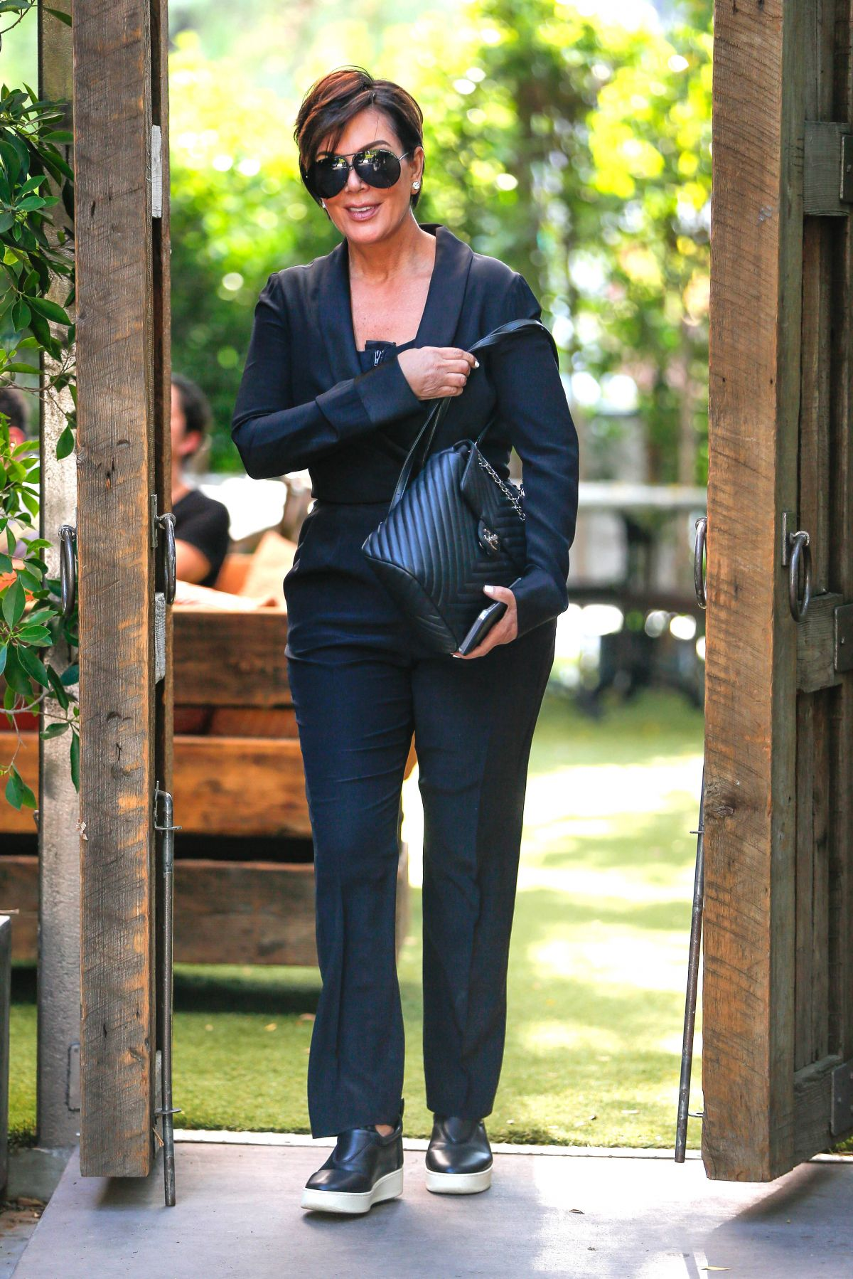 Kris Jenner At Villa Restaurant In Woodland Hills 08 05 2016