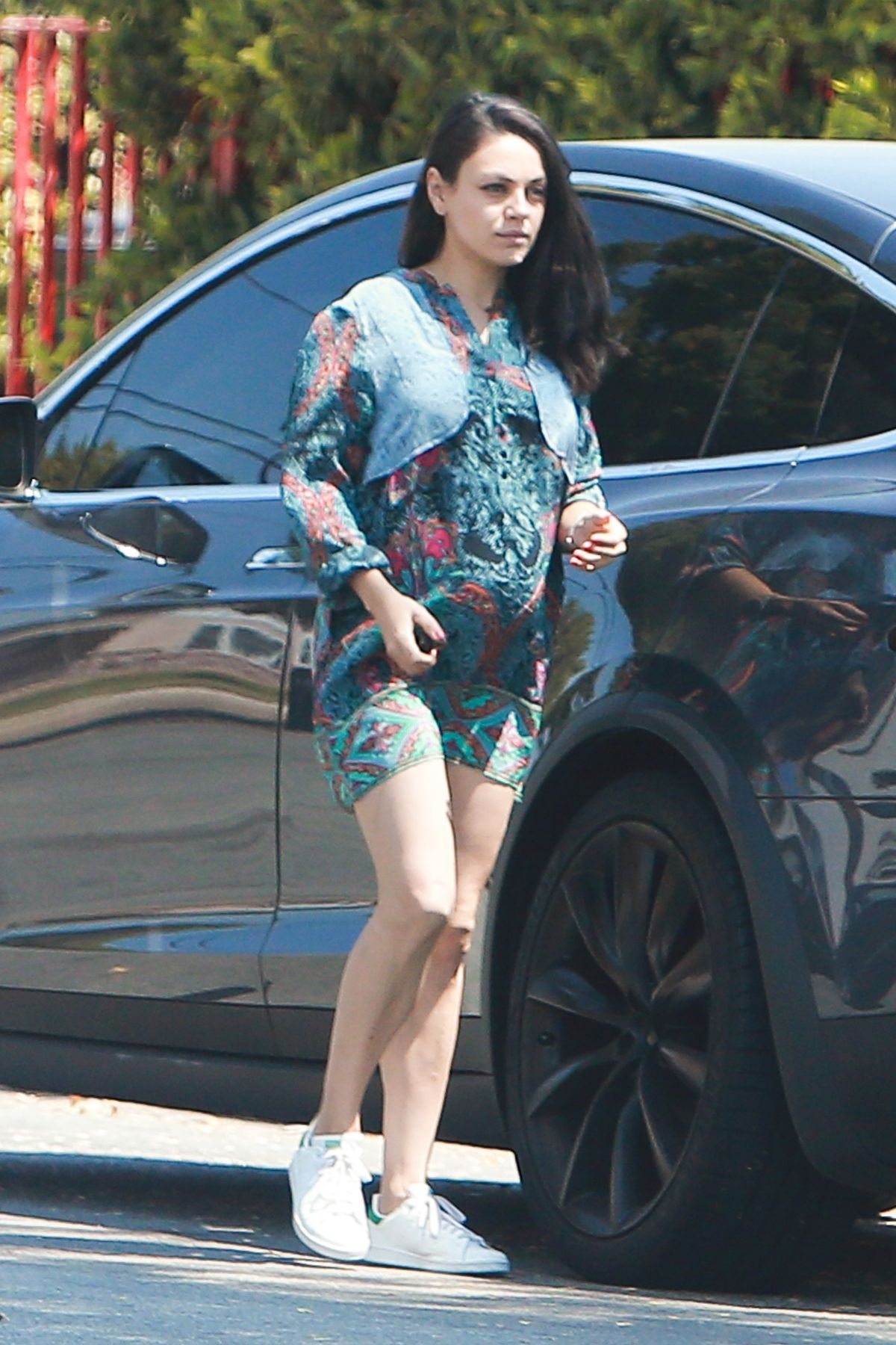 Pregnant MILA KUNIS Out and About in Los Angeles 08/24/2016