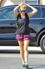 REESE WITHERSPOON Arrives at Brentwood Country Mart 08/21/2016