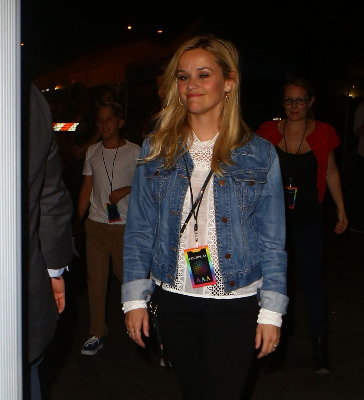 REESE WITHERSPOON at Coldplay Concert at Rose Bowl in Pasadena 08/20/2016