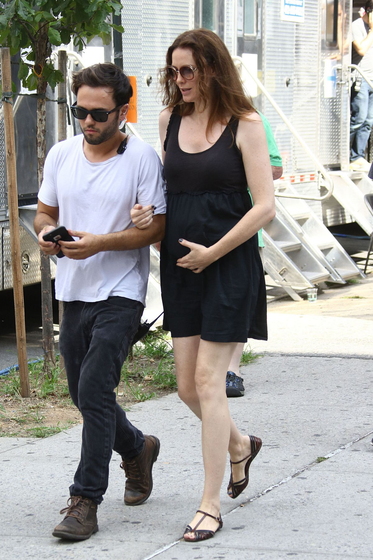 saffron burrows pregnant