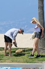 SOPHIE TURNER Out in Venice Beach 08/09/2016