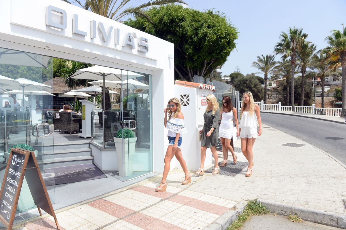 Zara holland arrives at olivia s restaurant in marbella 08 - Zara home marbella ...