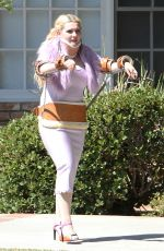 """ABIGAIL BRESLIN on the Set of """"Scream Queens"""