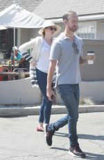 ANNE HATHAWAY Out for Coffee in Los Angeles 09/05/2016