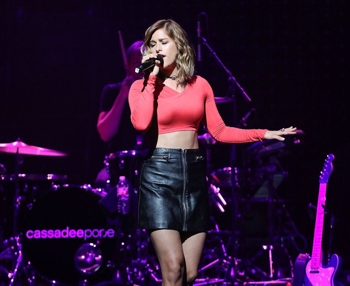 CASSADEE POPE Performs at Band Against Cancer Tour 09/16/2016