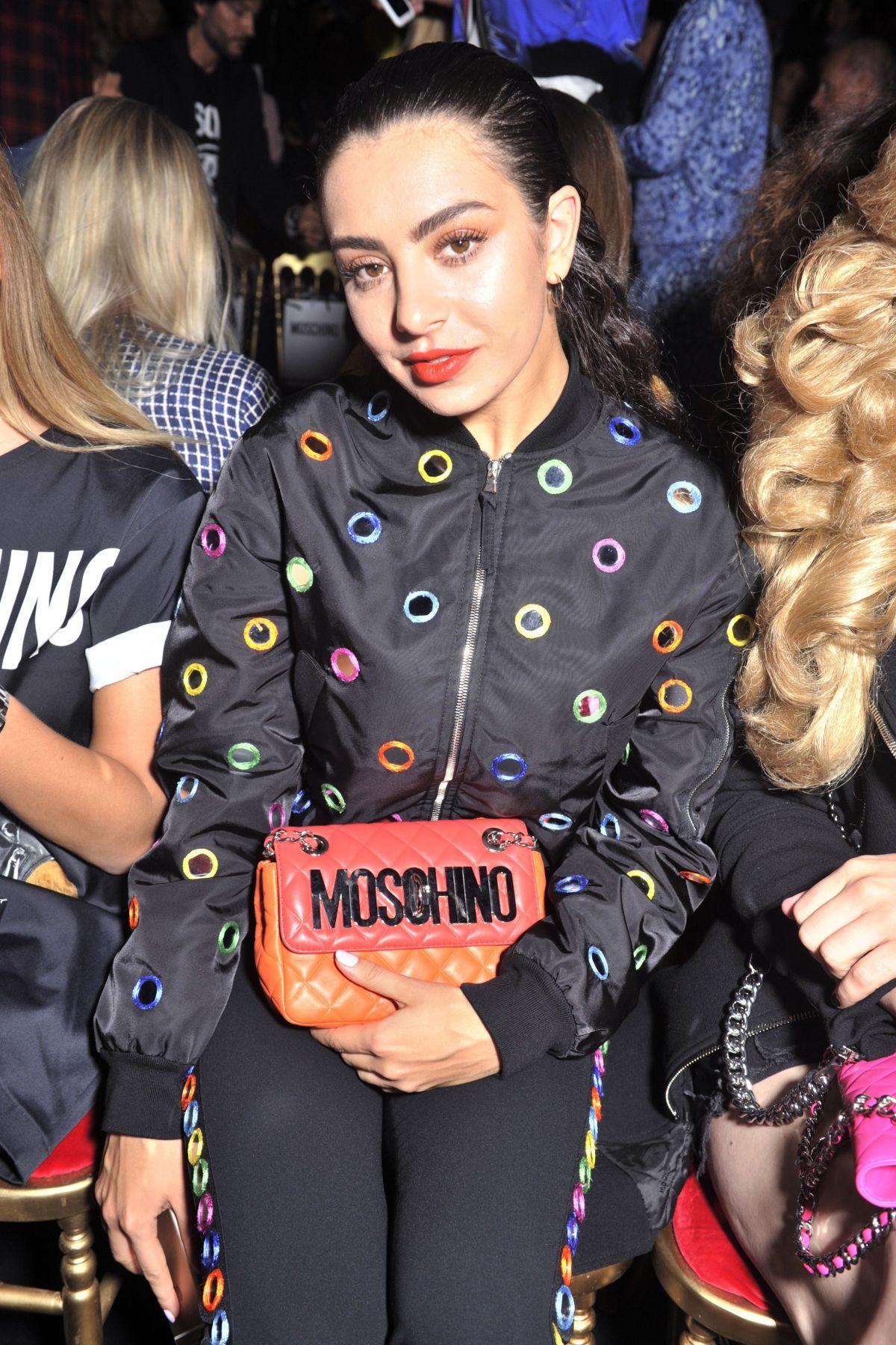 Charli xcx at moschino fashion show at milan fashion week for Milan show 2016