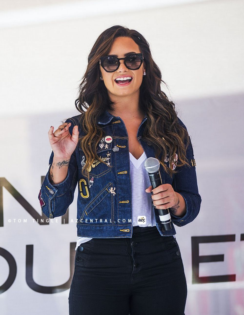 DEMI LOVATO at Phoenix Premium Outlets in Chandler 09/16/2016