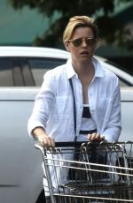 ELIZABETH BANKS Out Shopping in Beverly Hills 09/05/2016