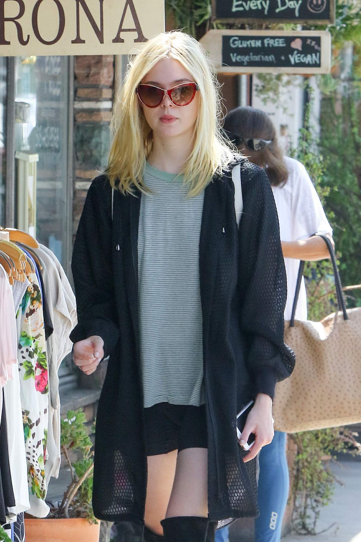 Elle Fanning At Aroma Cafe In Studio City 09 08 2016