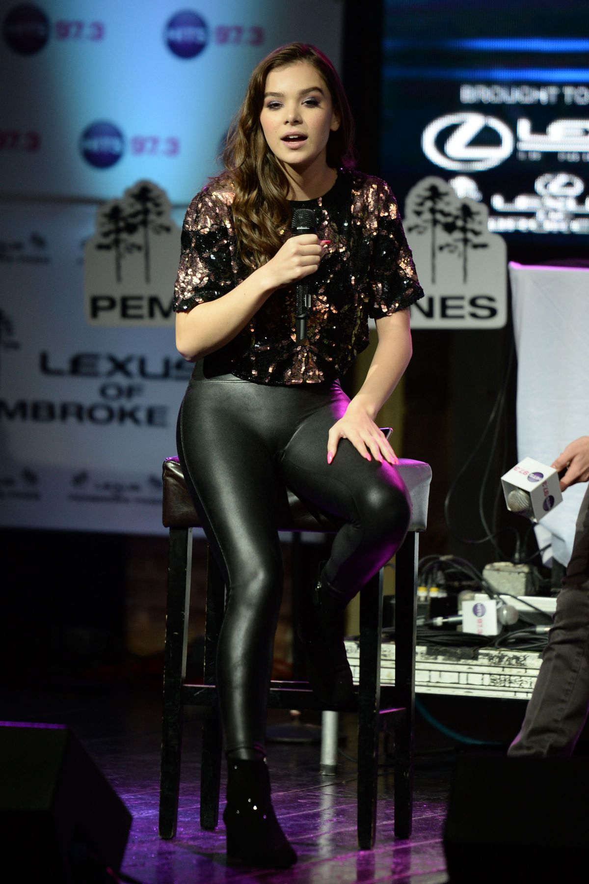 Hailee Steinfeld At Hits 97 3 Sessions At Revolution In