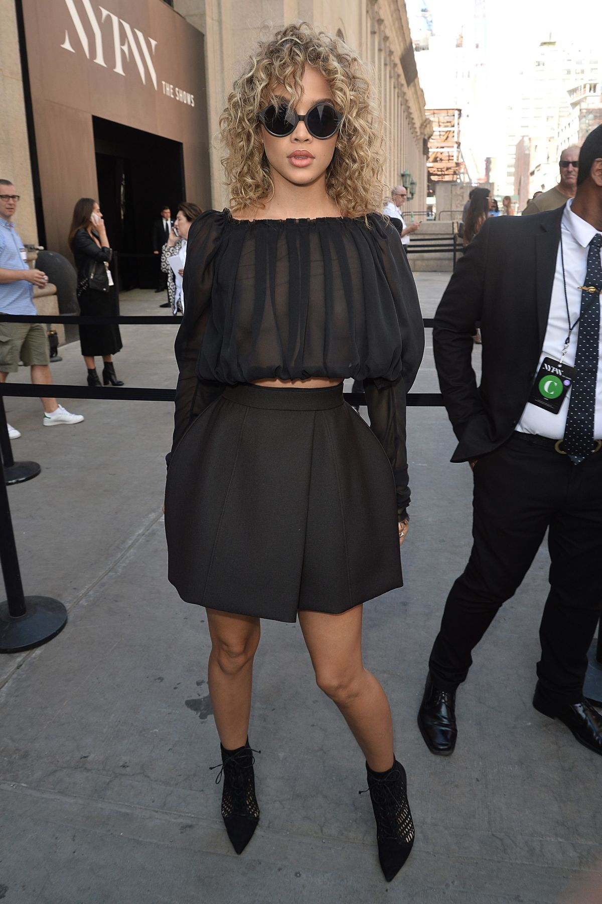 JASMINE SANDERS Arrives at Vera Wang Fashion Show in New York 09/13/2016