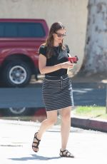JENNIFER GARNER Out and About in Los Angeles 09/01/2016